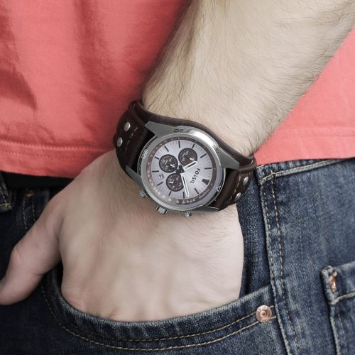 Fossil CH2565 on wrist