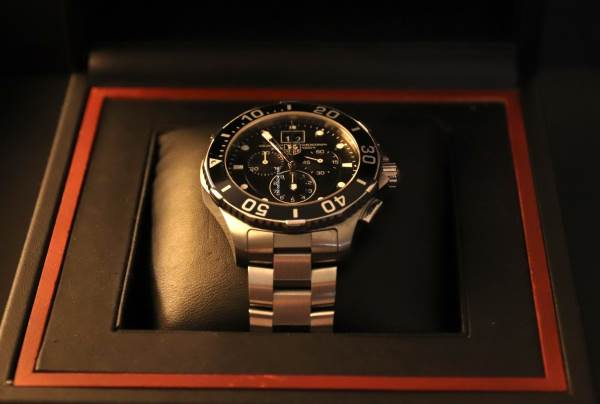 TAG Heuer CAN1010.BA0821 dial angled