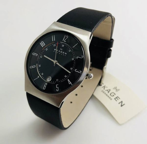 Skagen 233XXLSLB close up