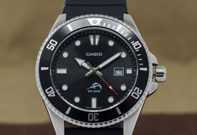 Casio MDV106-1AV close up