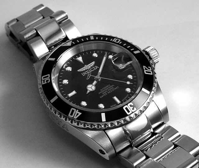 Invicta 9937 close up