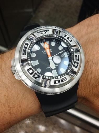 Citizen BJ8050-08E on wrist