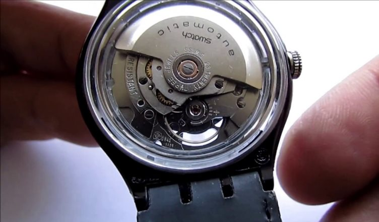are automatic watches battery operated