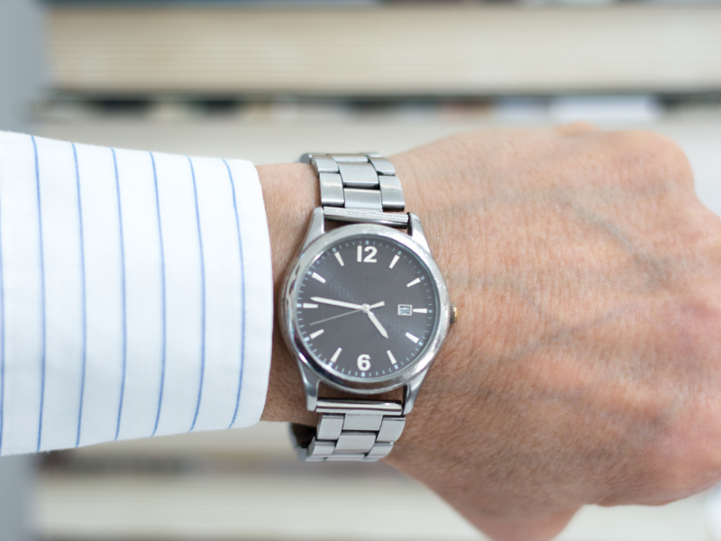 Man's watch - visible gap under watch band. How Should A Watch Fit?  Snug, But It shouldn't move