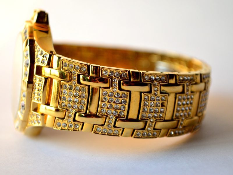 Gold watch band made from links